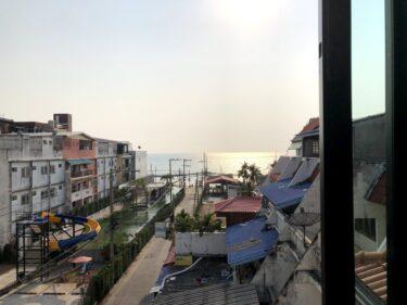 窓から海と夕陽!静かにのんびり滞在するなら「Breezy House Jomtien Beach」